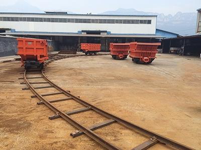 4m³曲轨侧卸式矿车